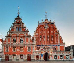 Das Schwarzhäupterhaus am Rathausplatz wurde erstmals im Jahr 1334 erwähnt. Foto: latvia.travel