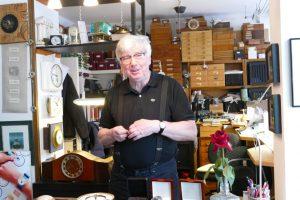 Uhrmachermeister Hans-Joachim Dikow