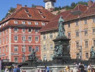 Der Hauptplatz mit Blick auf den Uhrturm.