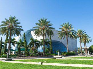 Das Dalí Museum ist eine architektonische Augenweide.