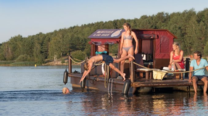 Familien-Floßtour im Lausitzer Seenland.