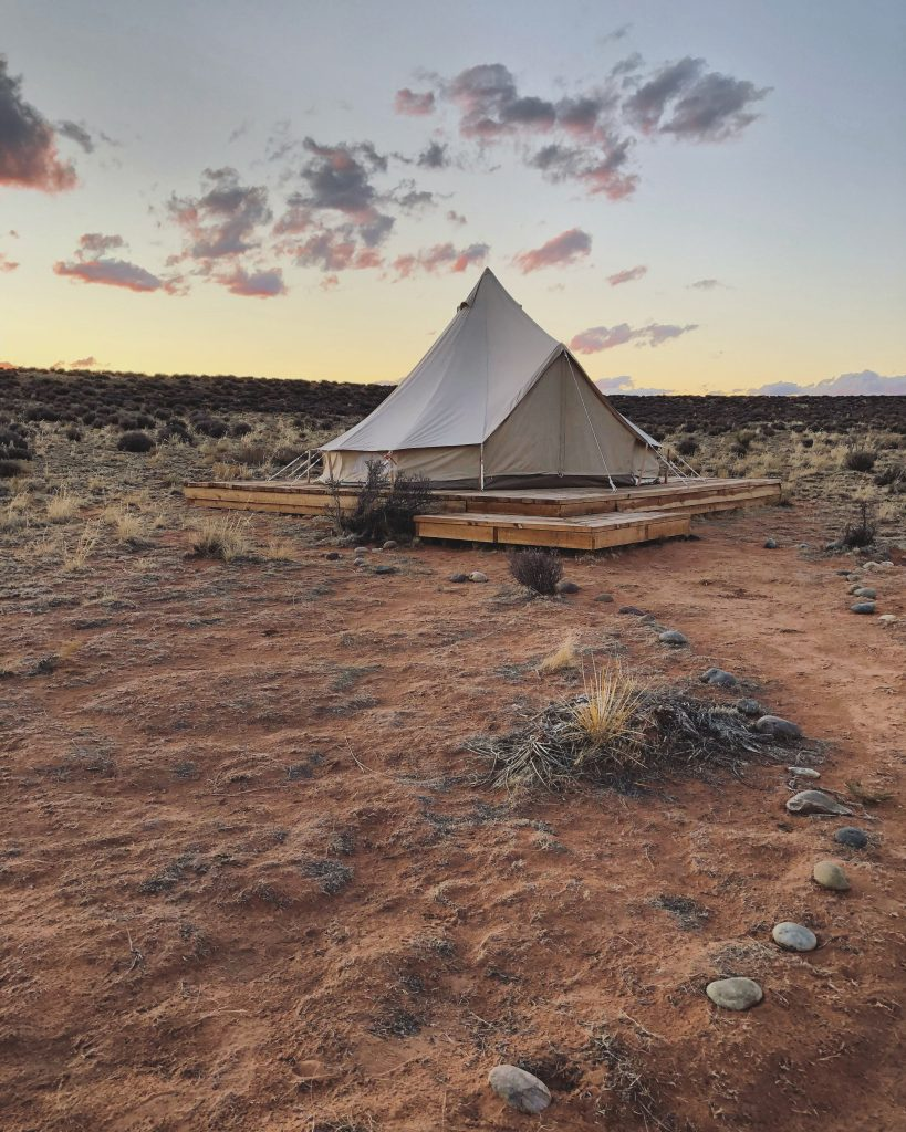 Glamping Bed & Breakfast im Shash Dine' Eco-Retreat. Foto: Jenica Miller Photography
